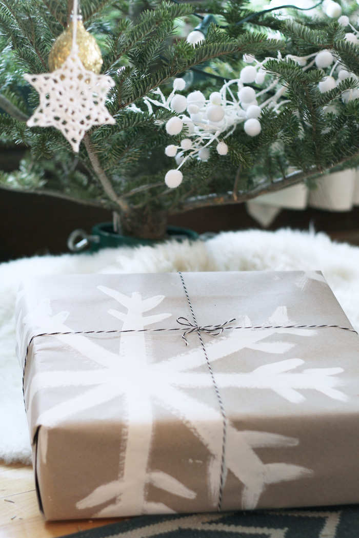 Easy DIY holiday Wrapping Paper