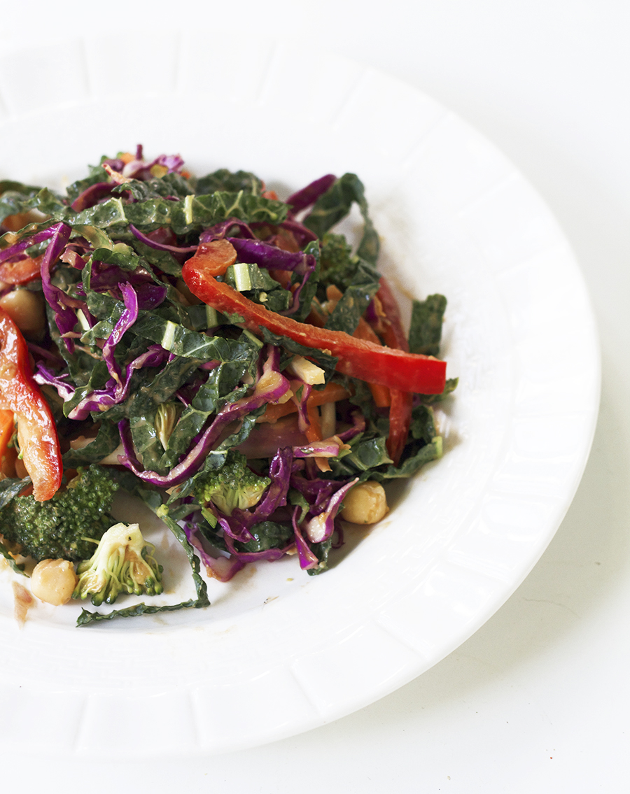 Recipe : Veggie Thai Salad with Kale and Cabbage