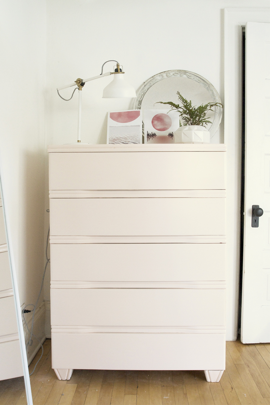 Vintage Makeover : Blush Painted Chest of Drawers