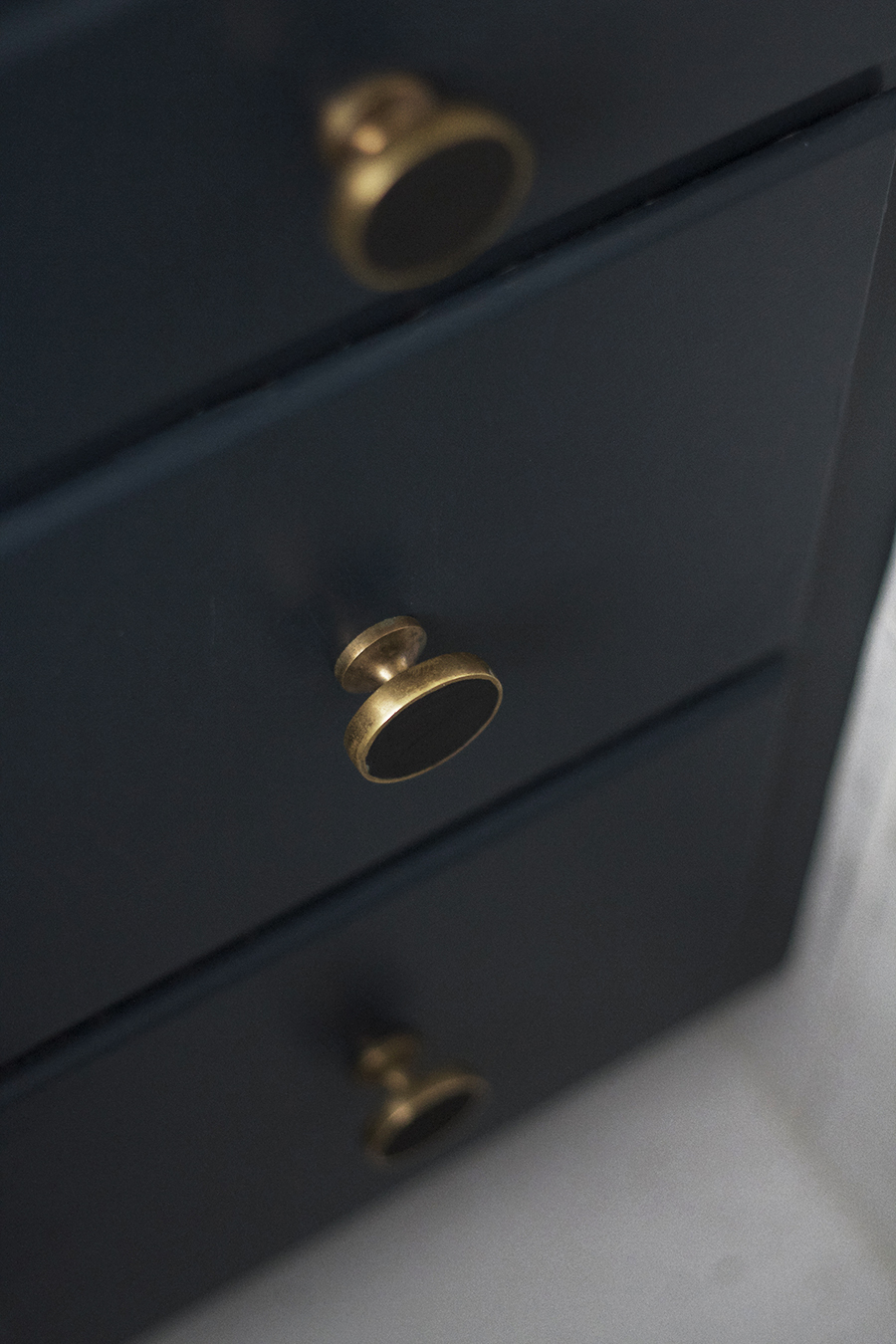 Using Amy Howard Paint to Give Brass Hardware a New Life