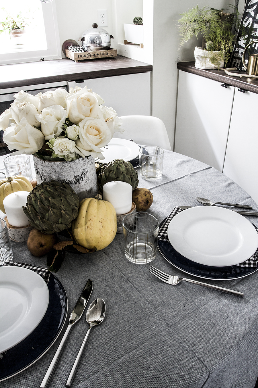 A Simple & Inexpensive Thanksgiving Table