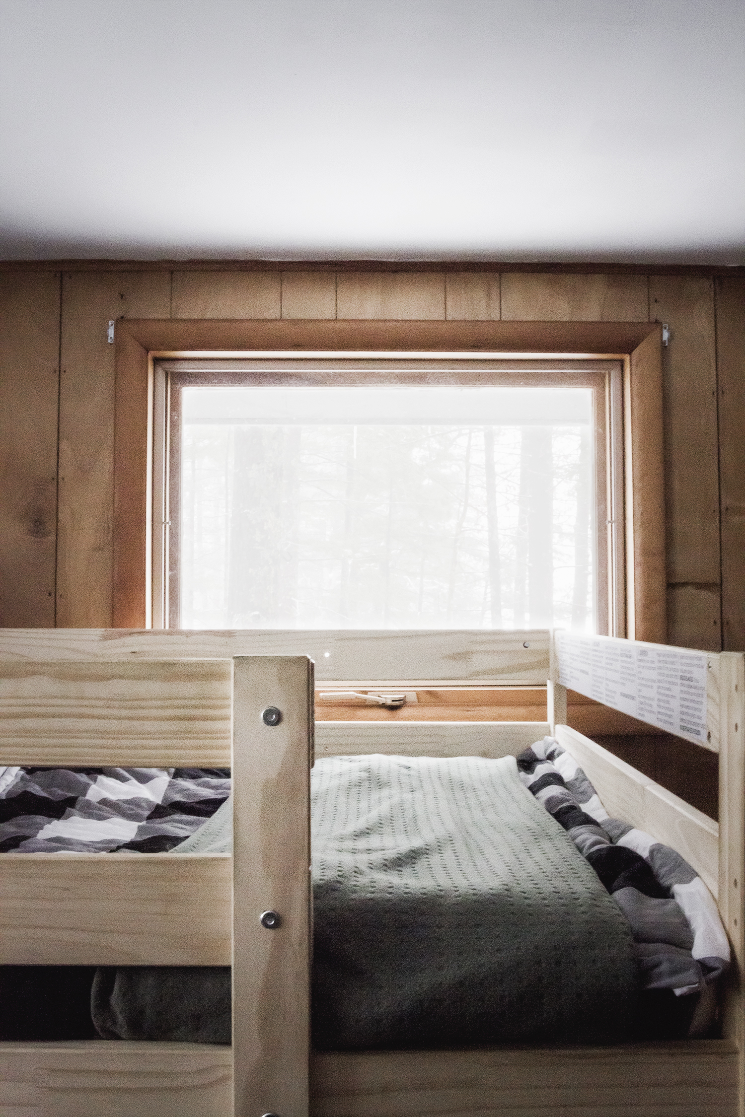 Cabin Bunk Room with Buffalo Check Beddy's
