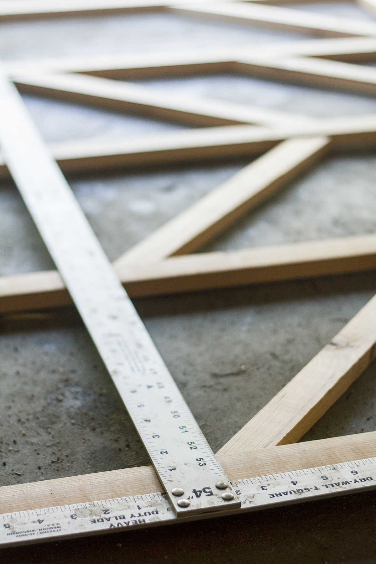 Make this DIY Starburst Trellis