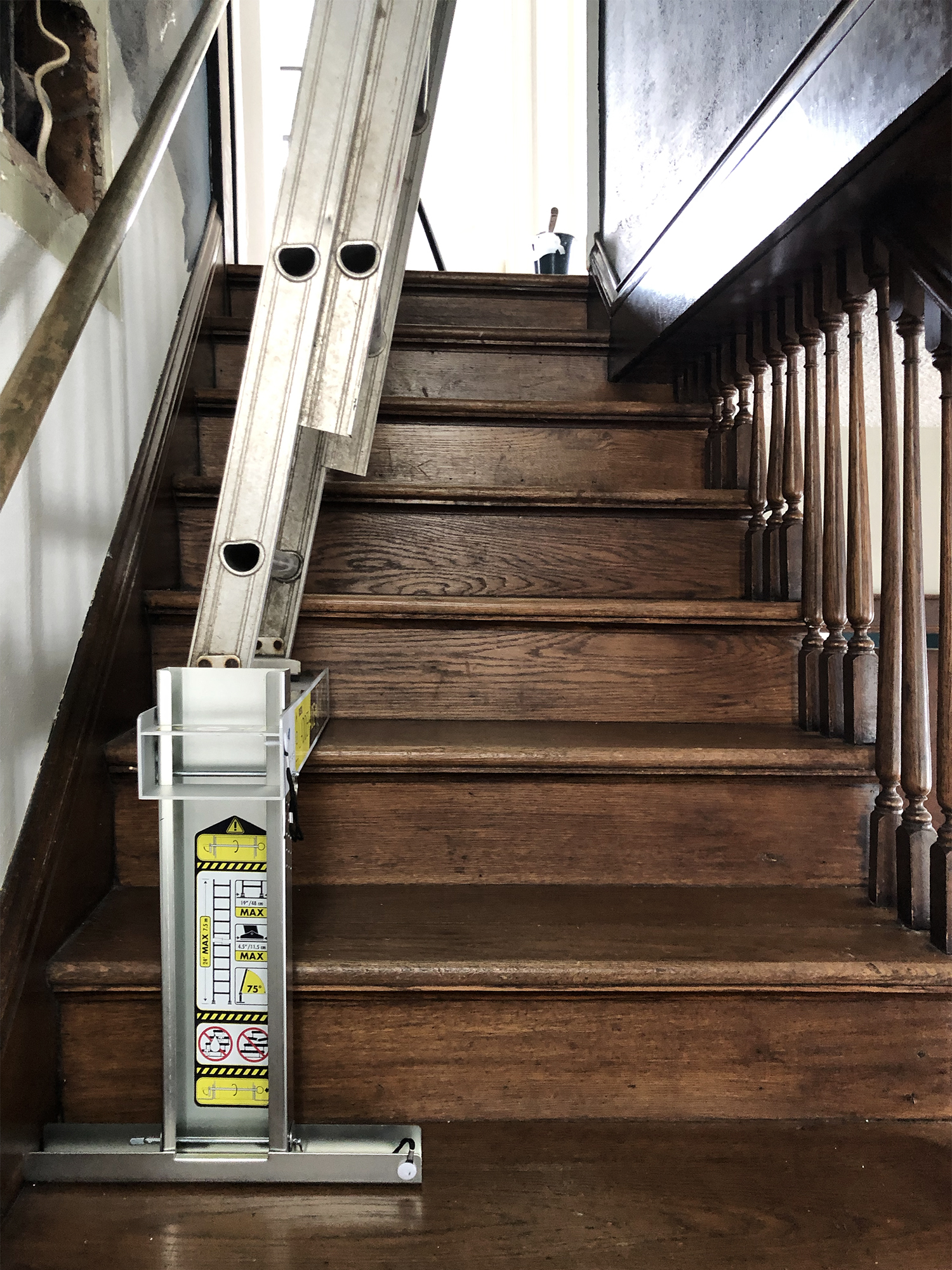 Tips and tricks on how to paint a tall stairwell | Deuce Cities Henhouse