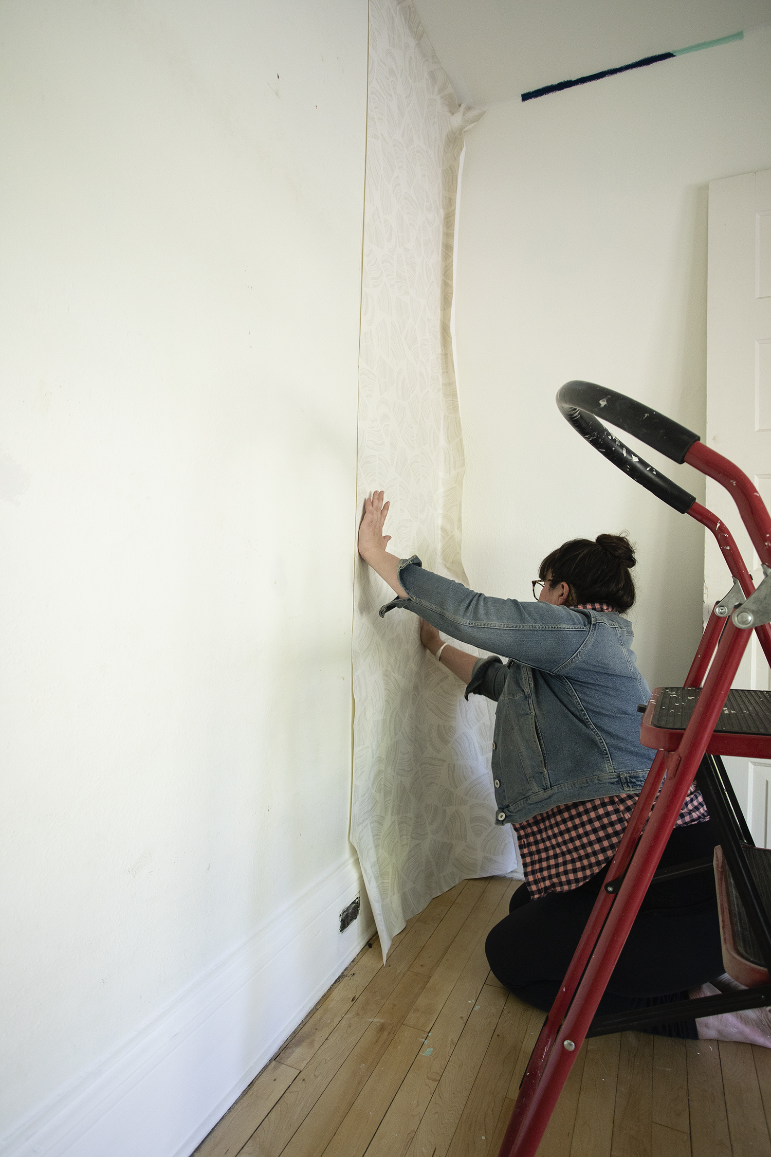 Hang First Strip of Wallpaper on Plumb Line