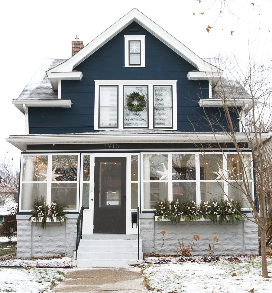 Decorating Exteriors for the Holidays