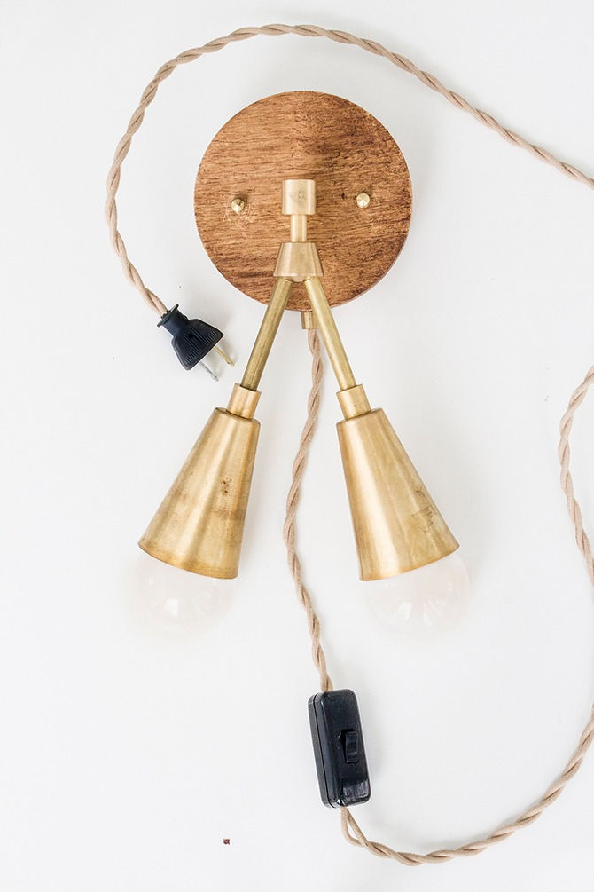 DIY Light Fixture : Woodsy & Brass Sconce